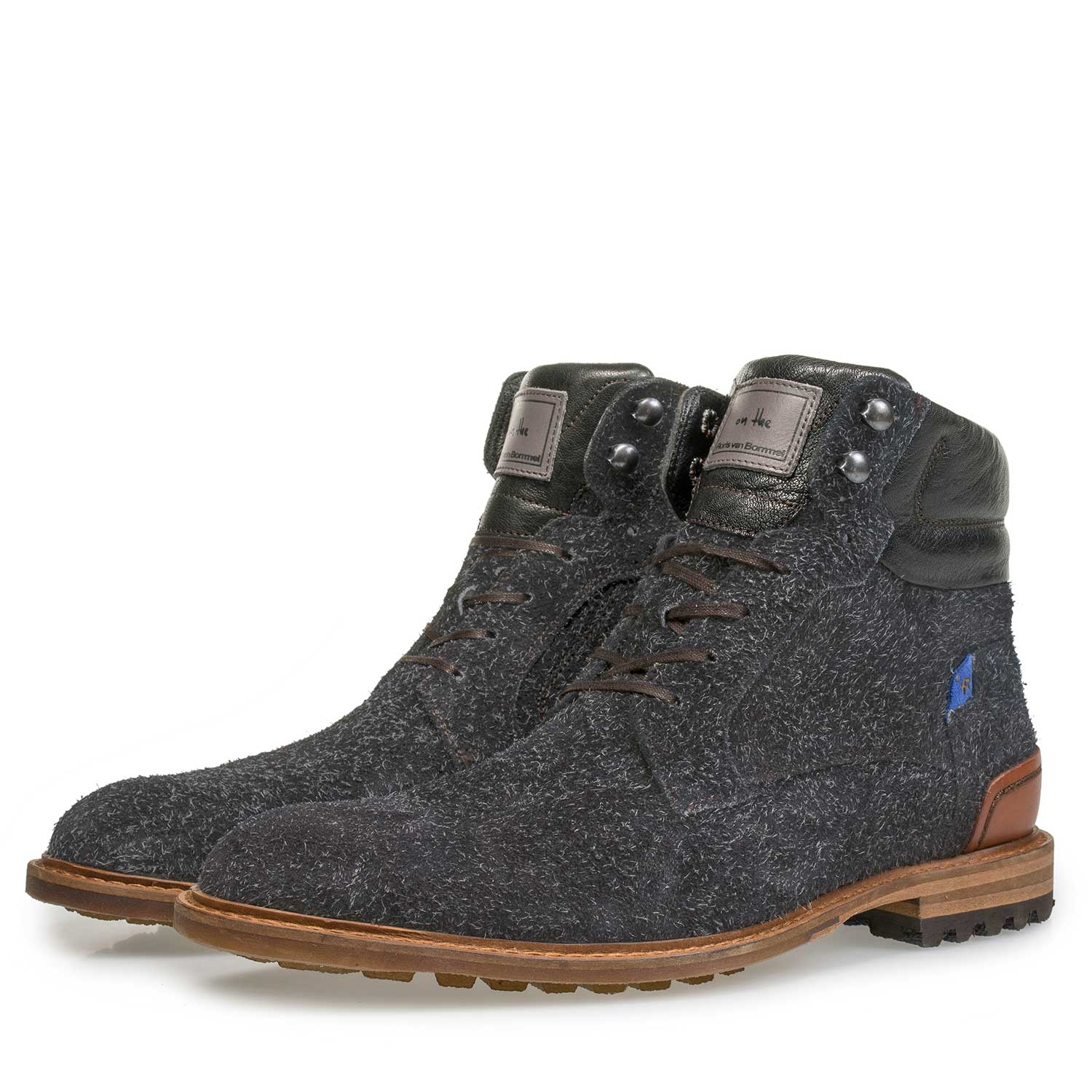 10234/14 - Dark grey rough-leather lace boot