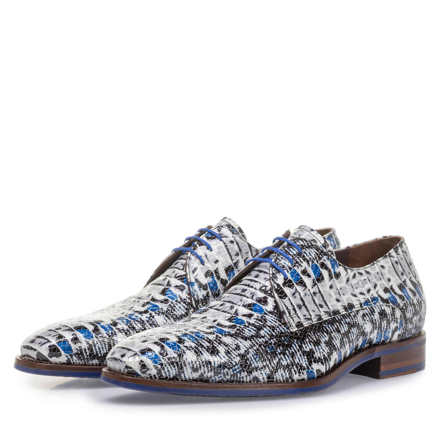 18346/04 - Blue patent leather lace shoe with snake print