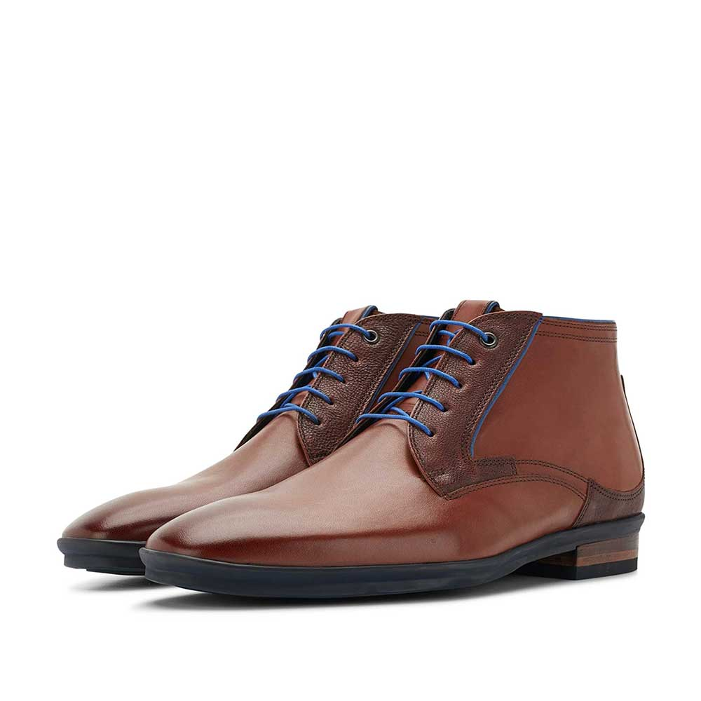 10703/00 - Cognac-coloured mid-high leather lace boot