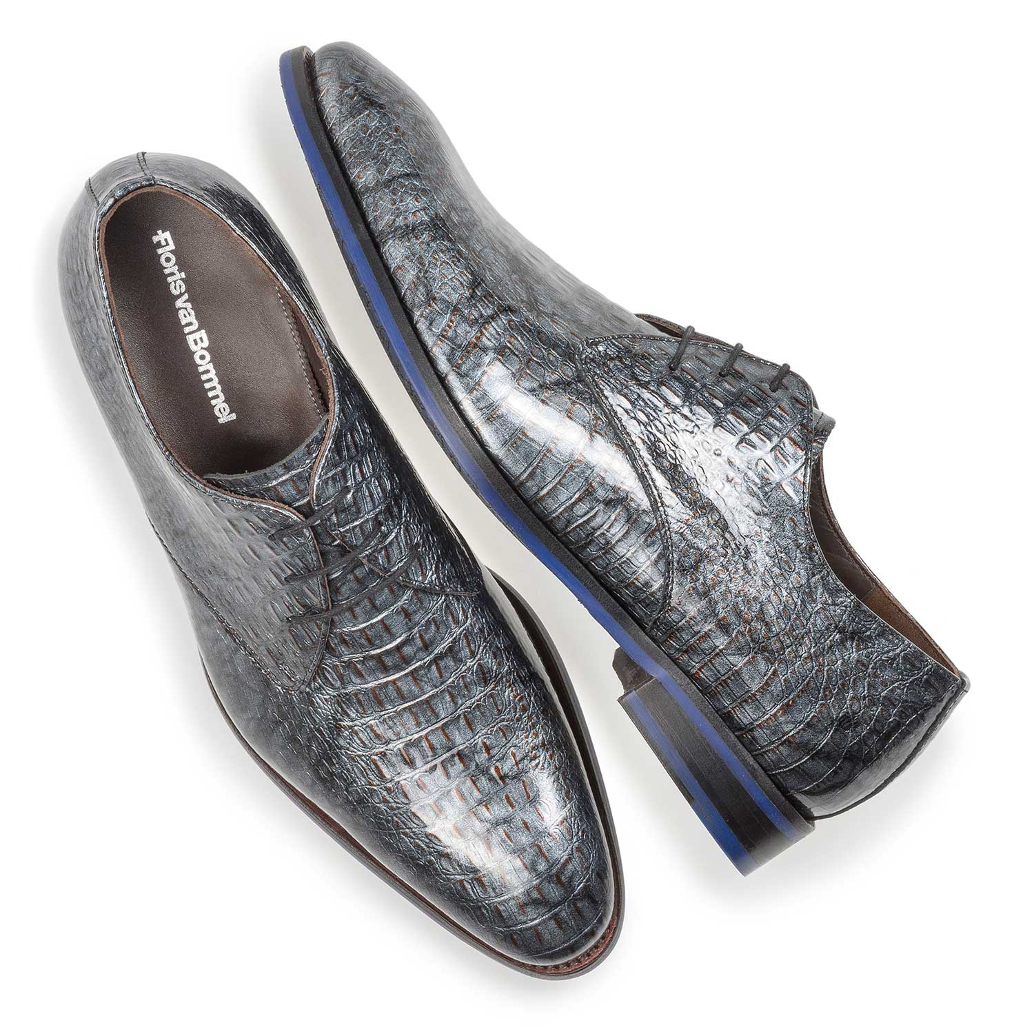 18124/04 - Grey patent leather lace shoe with croco print