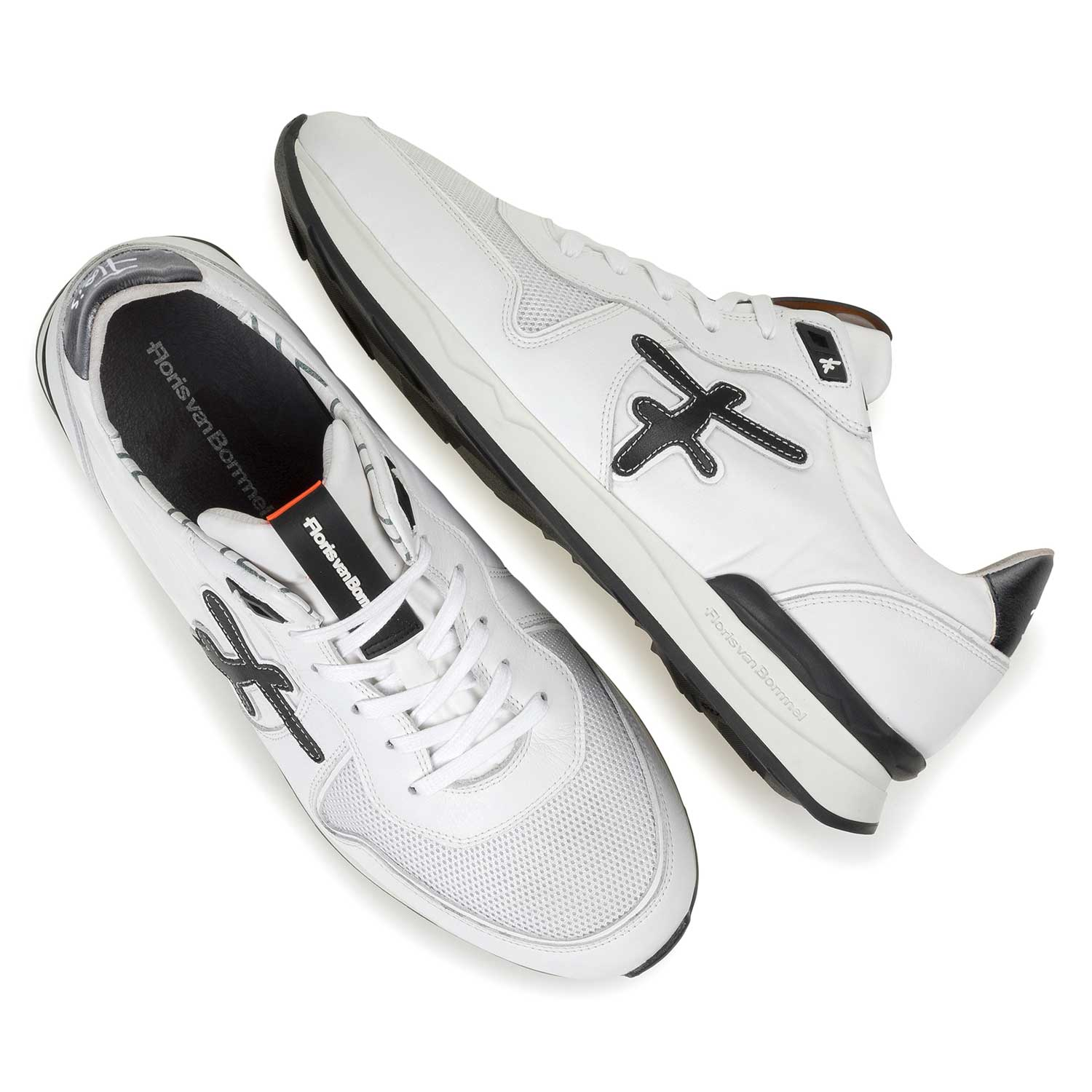 16246/09 - White leather sneaker with textile patches