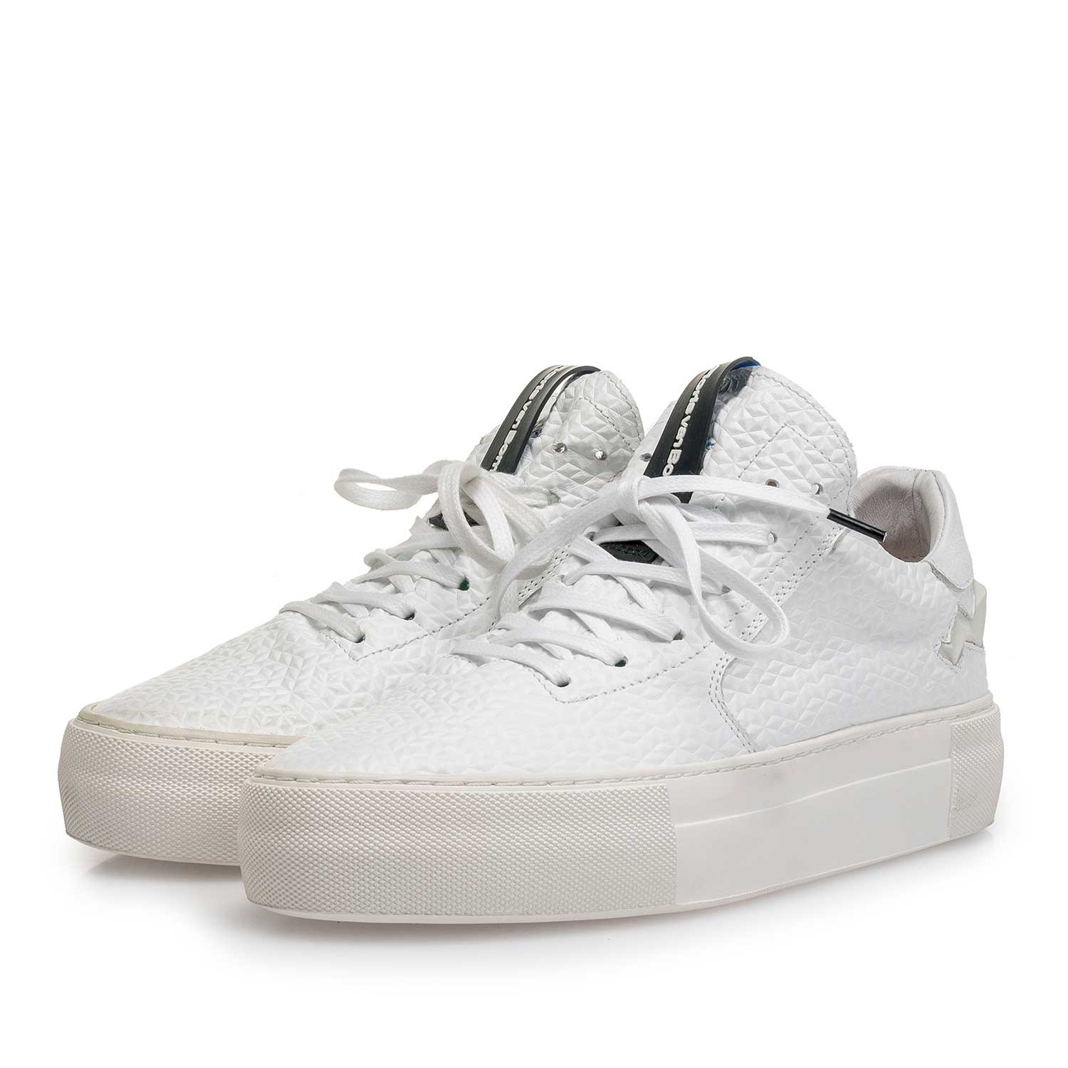 85268/02 - White structured leather sneaker