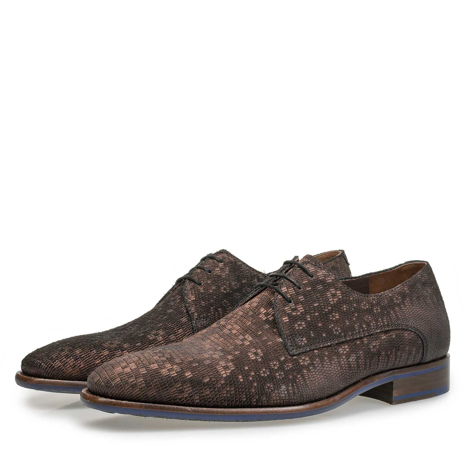 18078/00 - Brown lace shoe with structural pattern