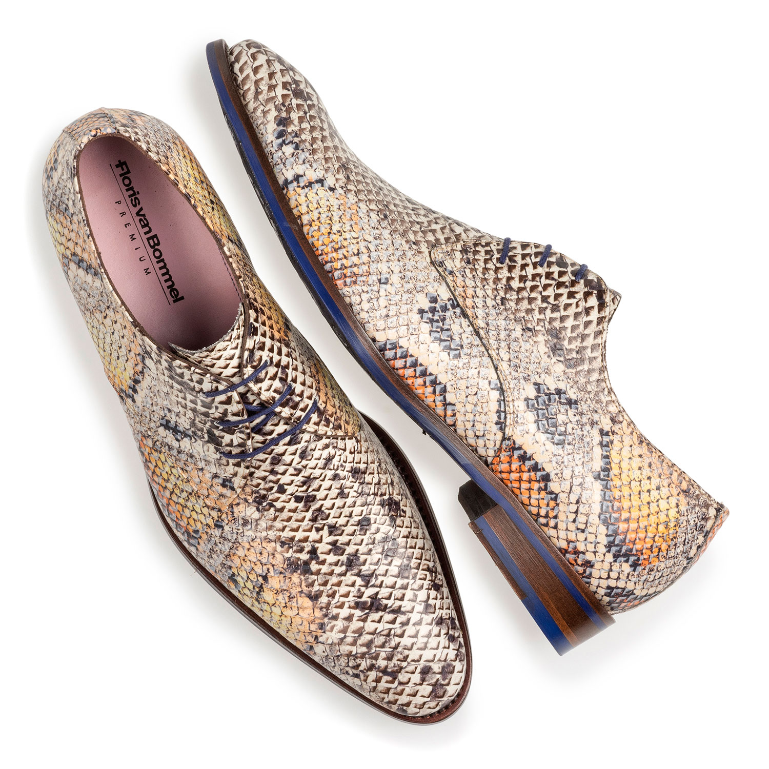 18224/02 - Premium lace shoe with an orange snake print