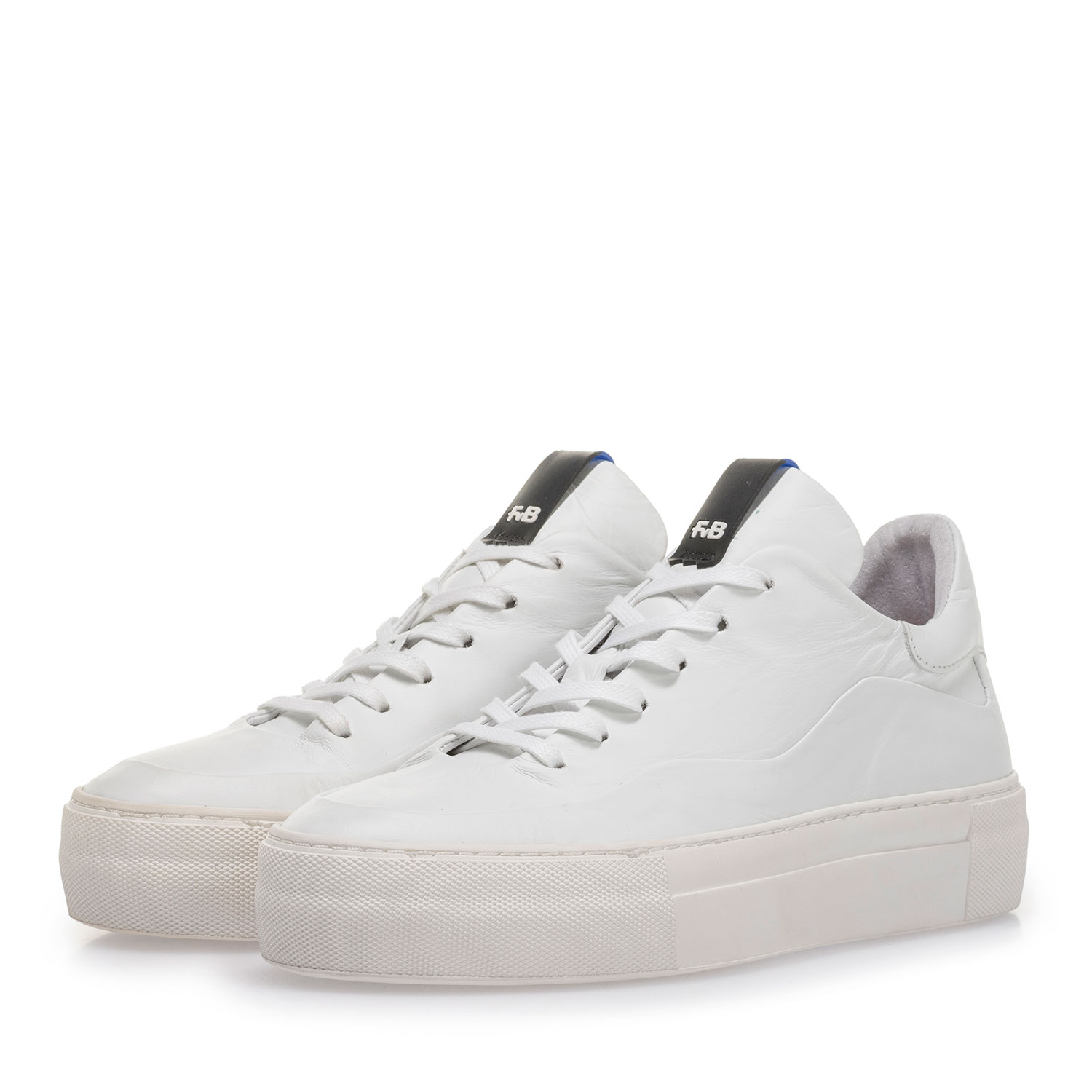 85298/00 - White leather sneaker