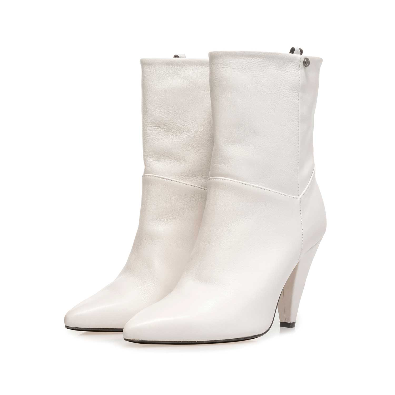 85630/00 - Off-white nappa leather high boots