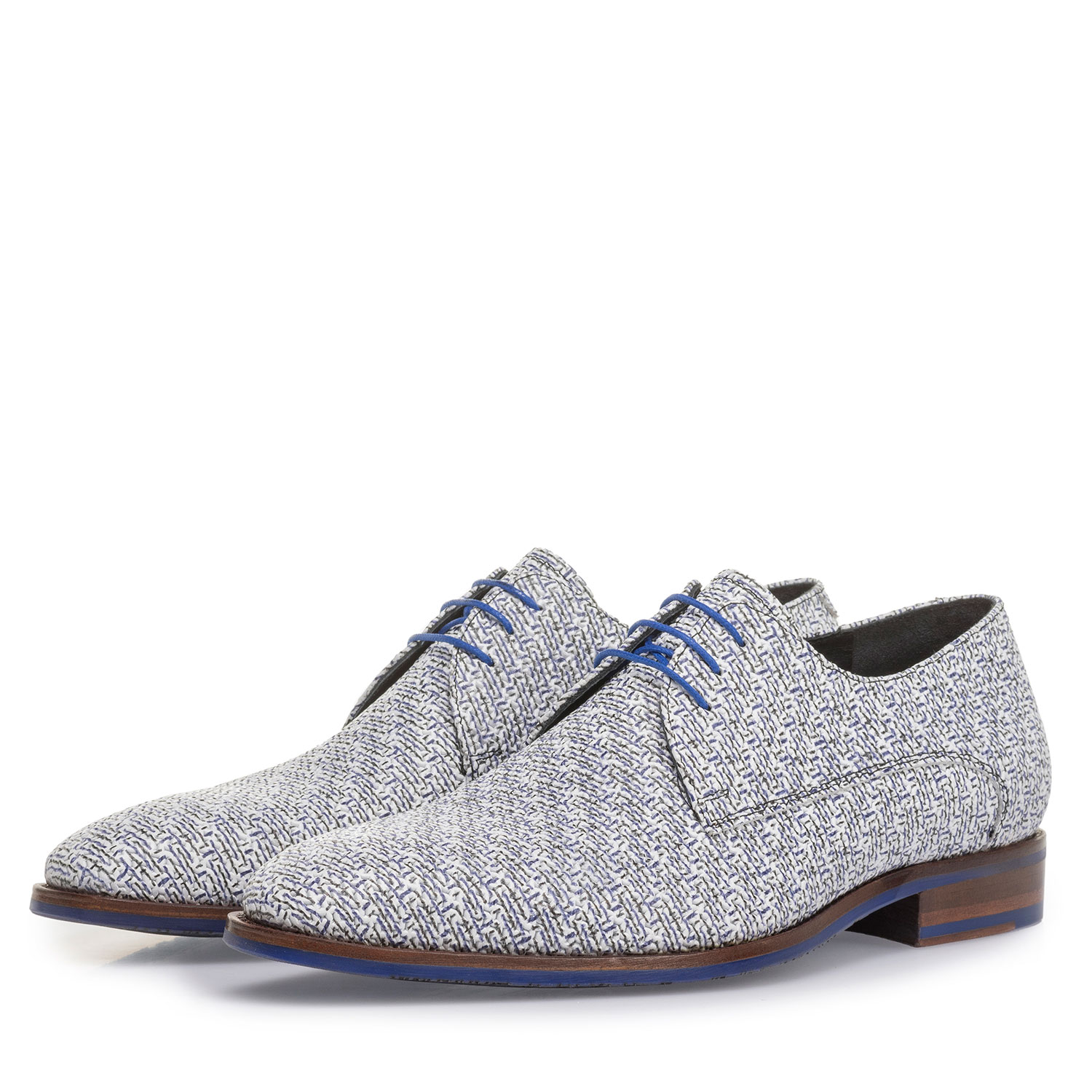 18346/00 - White leather lace shoe with blue print