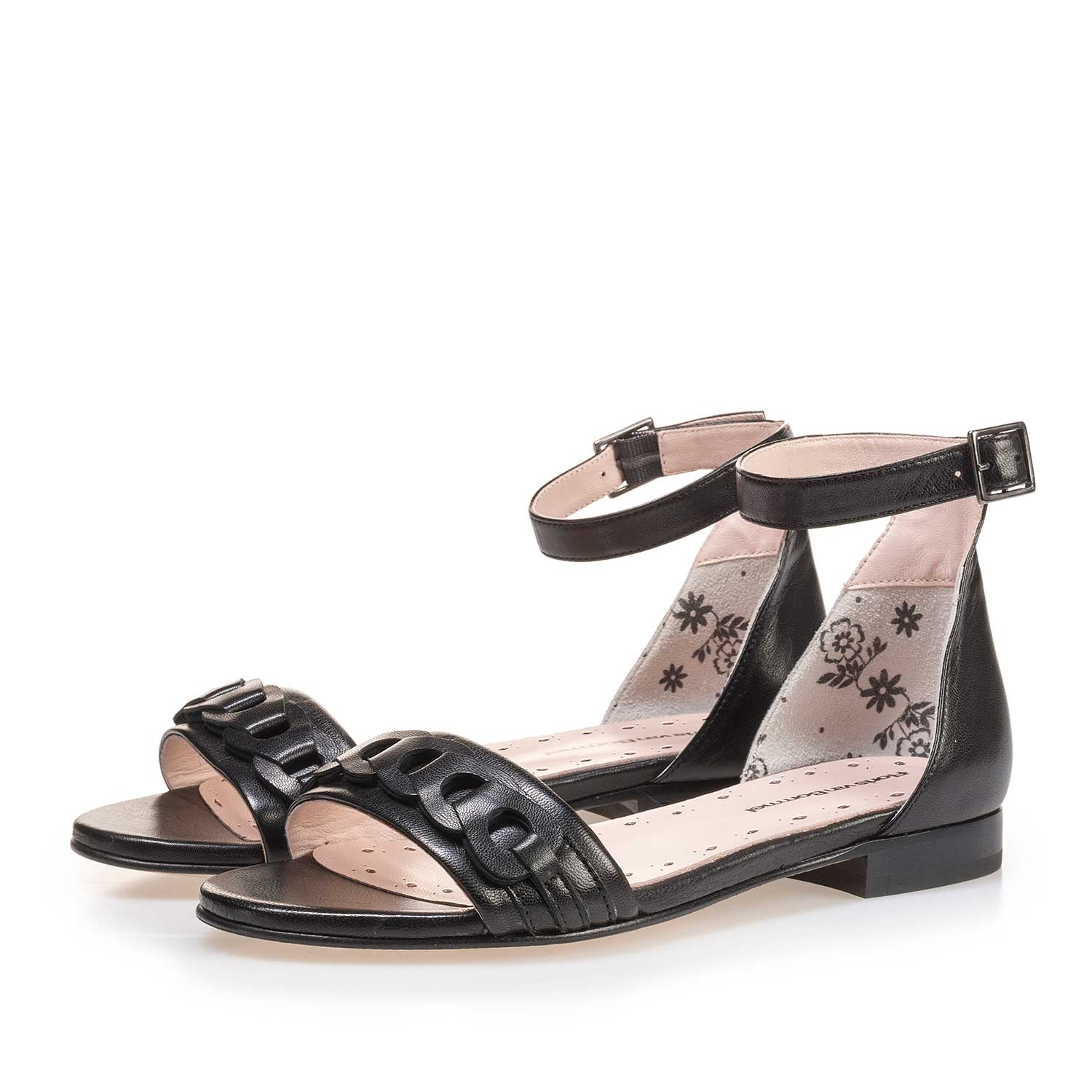 85224/00 - Black leather buckle closure sandal
