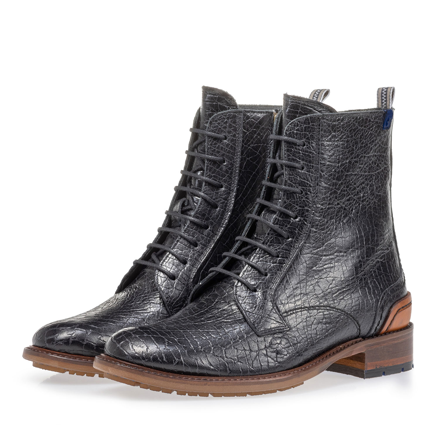 85644/01 - Lace boot craquelé leather black