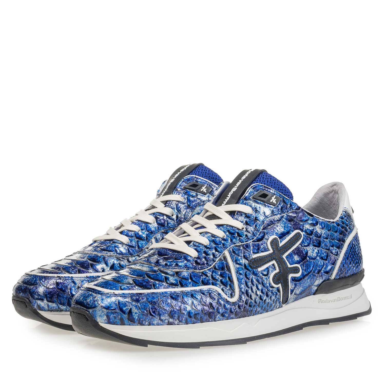 16246/14 - Blue patent leather snake print sneaker