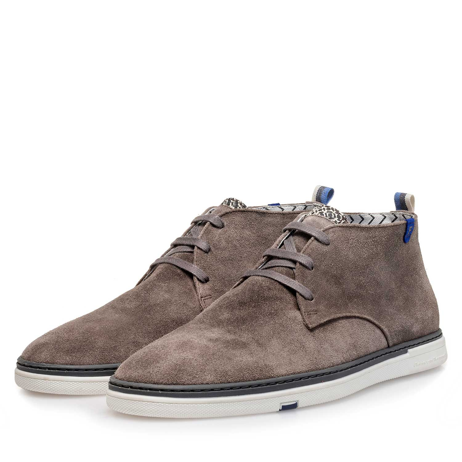 10502/03 - Taupe-coloured slightly buffed suede leather boot