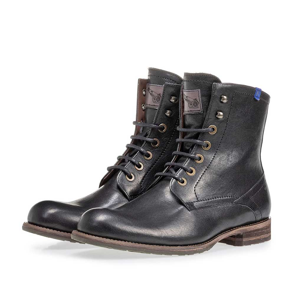 10751/20 - Lambskin lined black lace boot